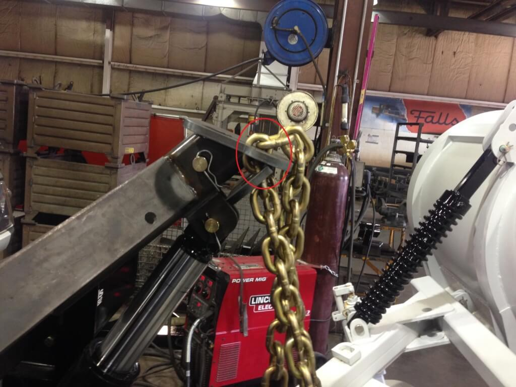 PROPER CHAIN ALIGNMENT circled link